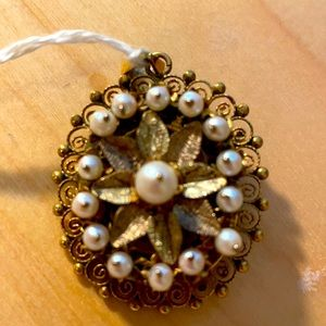 Vintage pin / pendant with real pearls